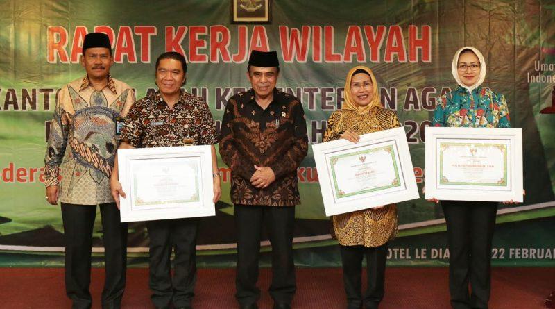Gubernur Wahidin Halim Raih Penghargaan Kemenag RI