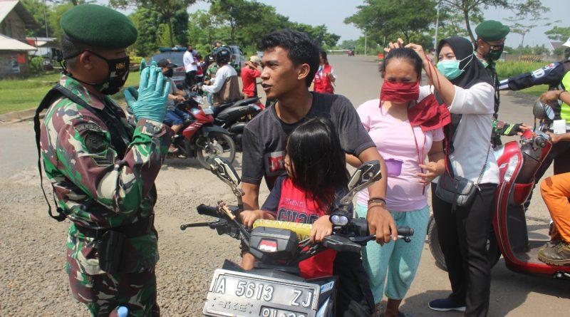 Prajurit Bataliyon Arhanud 1 Ikut Lakukan Pengawasan PSBB