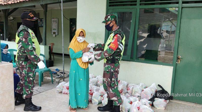 Danramil Cipanas Salurkan Puluhan Paket Sembako