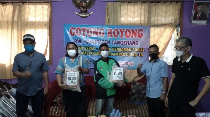 PWI Kab. Tangerang Kembali Salurkan Paket Sembako