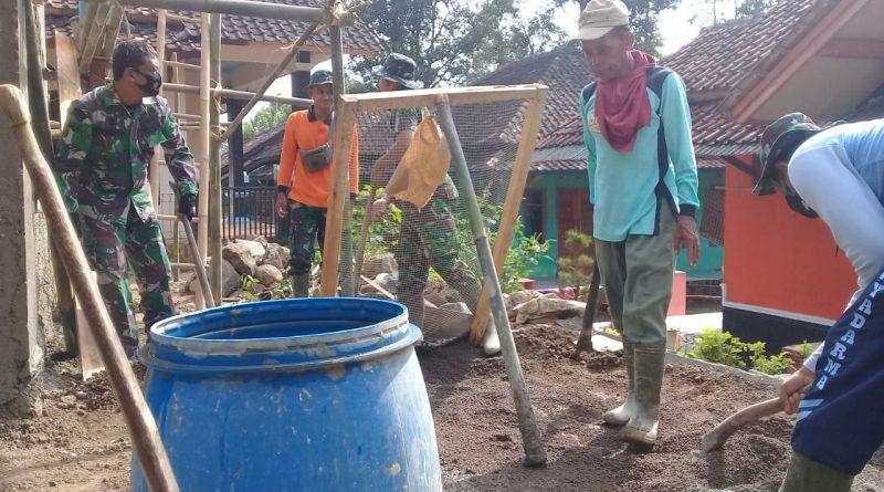 TMMD 108 Kodim 0605/Subang Jalin Silaturahmi Dengan Masyarakat Melalui Kegiatan Gotong Royong