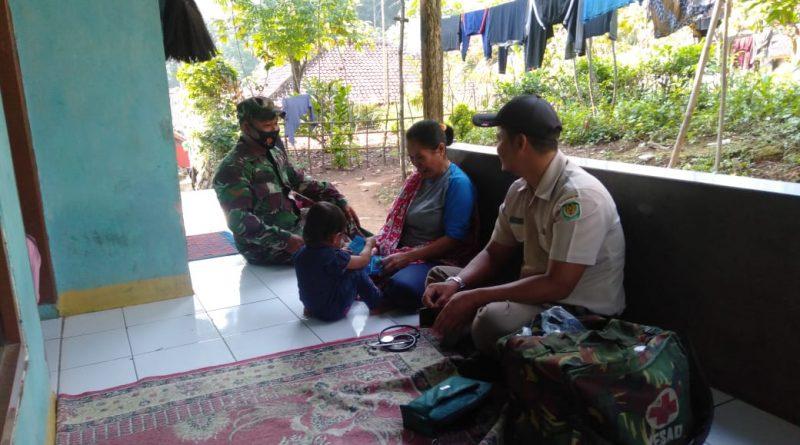 Tim Kesehatan Satgas TMMD Kodim 0605/Subang Dor To Dor Siaga 24 Jam.
