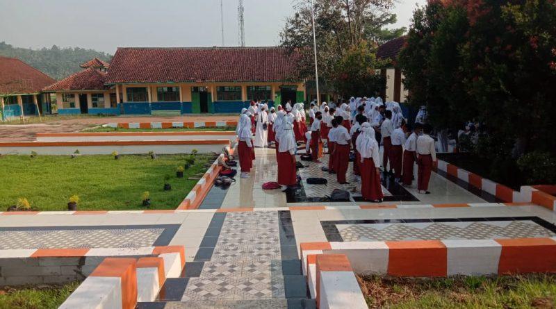 Kepsek SMPN 1 Bojongmanik Bangun Taman Multiguna