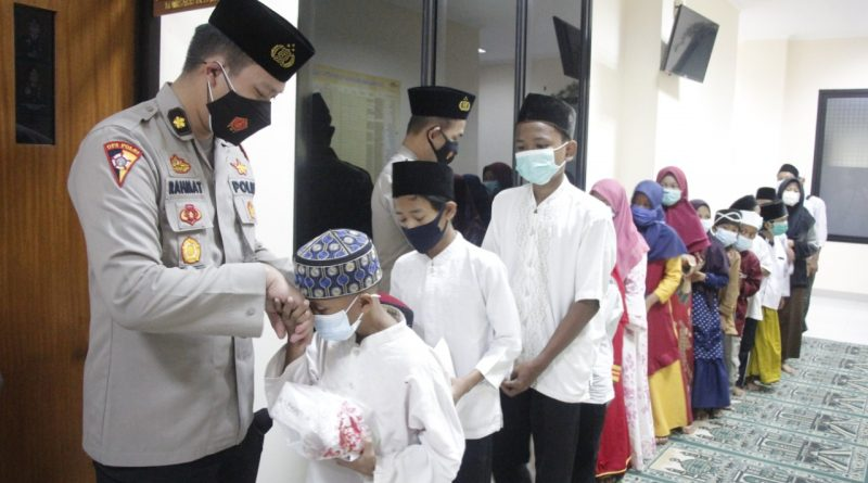 Implementasikan Program Kapolda Banten, Polresta Tangerang Santuni Yatim