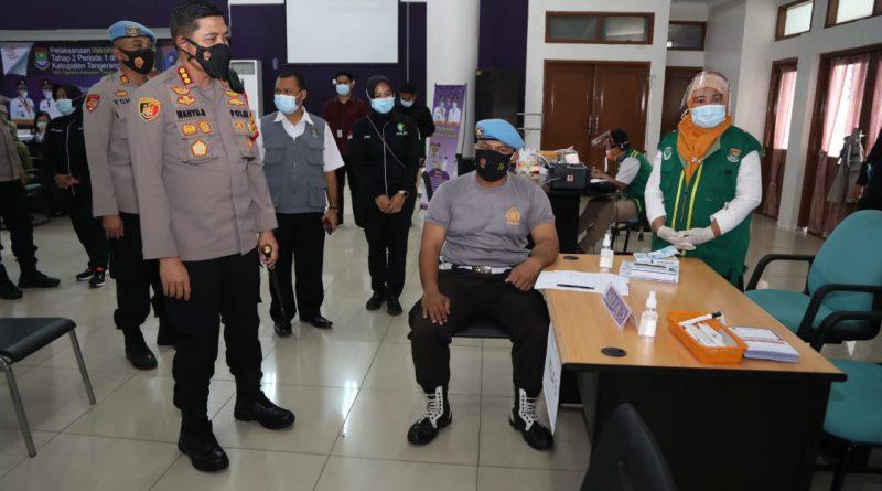 Kapolresta Tangerang Tinjau Pelaksanakan Vaksinasi Hari Kedua