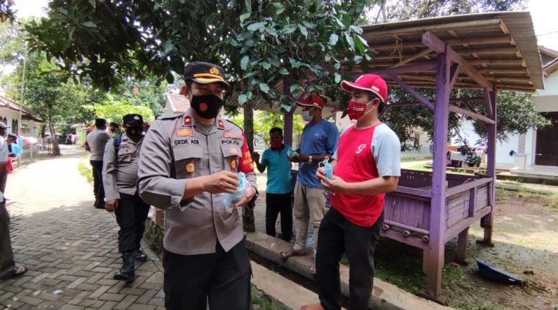 Disiplin Prokes dan Optimalisasi PPKM, Polresta Tangerang dan 3 Pilar Bagikan 22.085 Masker di 104 Lokasi