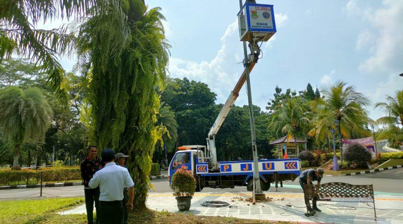 Peduli Pejalan Kaki, Pemkab Tangerang Geser Tiang Lampu PJU
